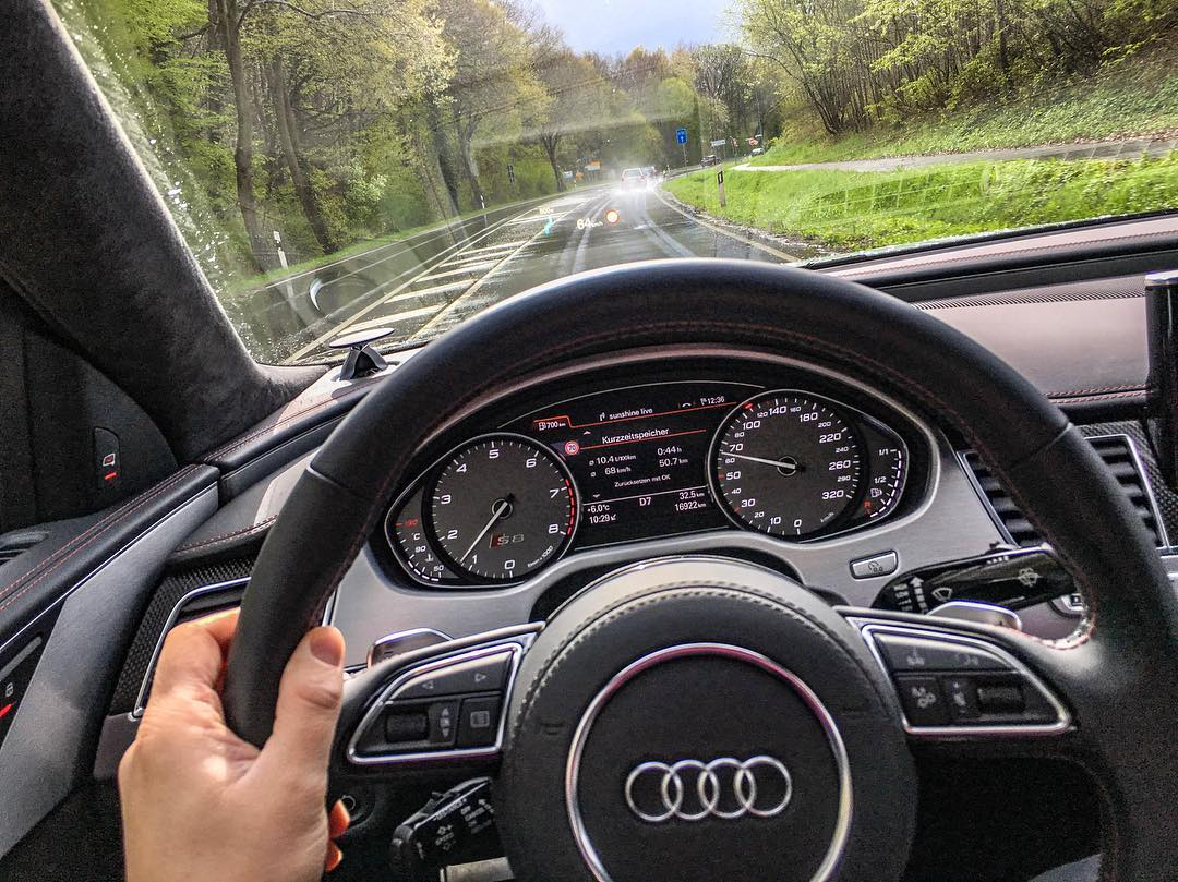 Rainy day…still sheer luxury in that S8 plus👌 #audi #audis8 #s8plus #audis8plus #rainyday #automanntv