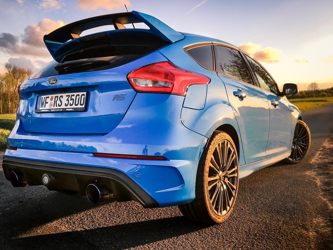 As The R32 Currently Gets Polished Up I M Enjoying The Days With The Focus Rs The Mighty Ego X Exhaust Again Forddeutschland Hgmotorsportofficial Fordfocusrs Fordfocus Focusrs Focusrsmk3 Fordfocusrsmk3 Rsmk3 Sunsetporn Automanntv