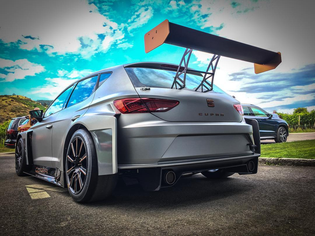 Looking for something above CUPRA 300?😈 @seat_de @seat_official #seatleoncupra #leoncupra #cupra300 #cupra #racing #automannracing #automanntv