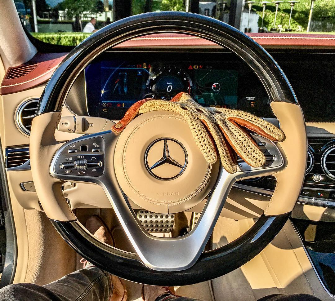 Uuhh…I love that steering wheel, tomorrow it's S-Class time👌 #mercedesbenz #mbcars #mbsocialcar #sclass #newsclass #s560 #zurich #switzerland #beige #beigeleather #automanntv @mercedesbenz_de @mercedesbenz