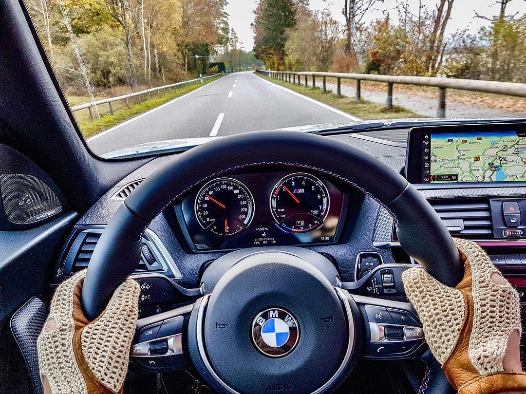 Heute unterwegs rund um den Starnberger See👌…penibles Einfahren ist gefragt und yesss, der M2 hat jetzt auch eine Öltemperaturanzeige🙏 @bmwm #bmw #bmwm2 #m2lci #m2 #bmwm2lci #drivinggloves #automanntv #AutomannsGarage