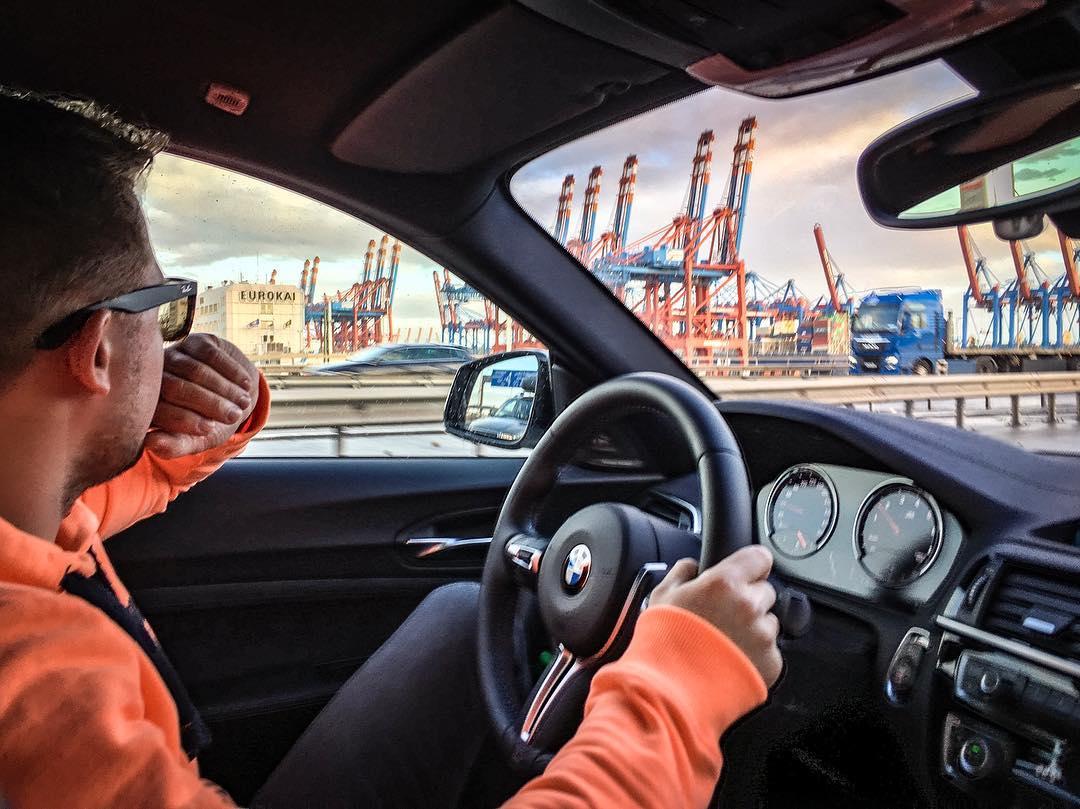 Hamburger Hafen✌️…M2 LCI und Team auf dem Weg zum Flughafen…Ziel: Barcelona😎 #bmwm2 #m2lci #m2 #bmwm2 #barcelona #hamburgerhafen #roadtrip #seat #automanntv #AutomannsGarage