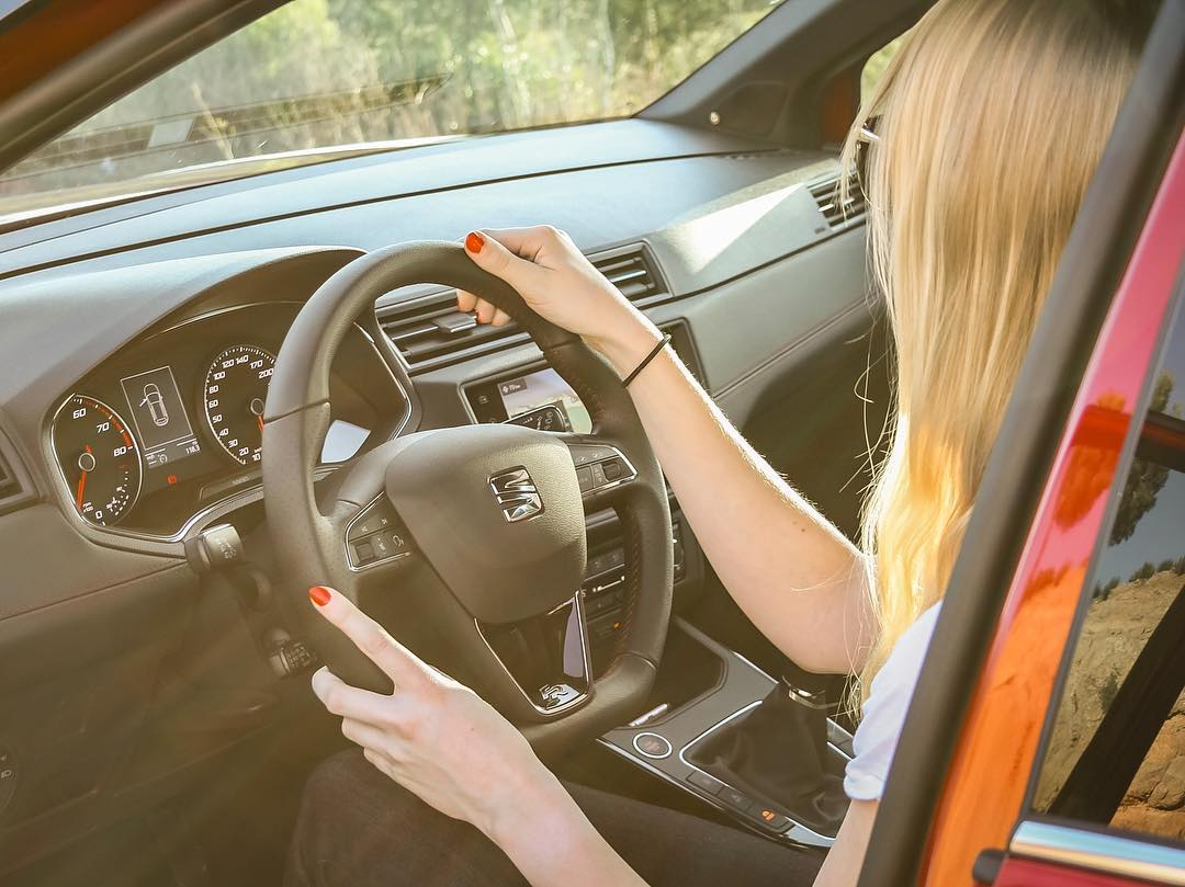 Off we go to drive a car of HER taste👌😎 @Seat_de @seat_official #seat #arona #seatarona #aronafr #seataronafr #barcelona #catalonia #automanntv