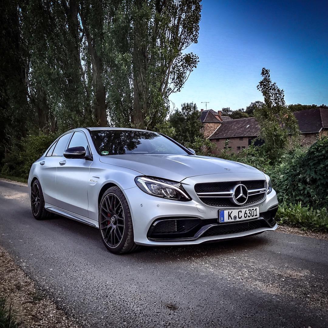 Our V8 Biturbo monster never gets boring⚔️😈 @mercedesbenz_de @mercedesamg #c63 #c63s #c63amg #mercedesbenz #mercedesamg #mbsocialcar #mbcar #matte #mattesilver #automanntv #AutomannsGarage