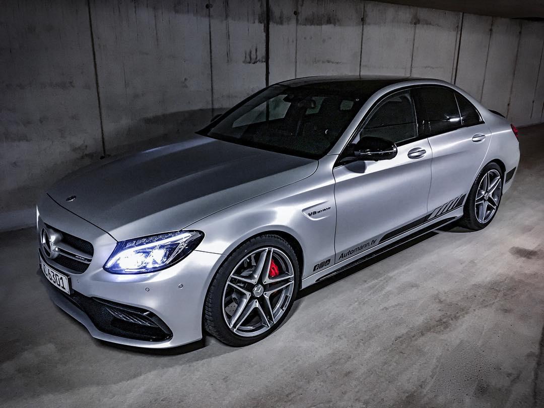 Our final C63s design😱🤩…Edition 1 stripes + black roof + black rear spoiler, now we are waiting for our black summer rims😈…what do you think? @mercedesamg @mercedesbenz_de #mbcars #mbsocialcar #c63 #c63amg #c63s #c63amgs #mercedesamg #edition1 #c63edition1 #automanntv #automannsgarage