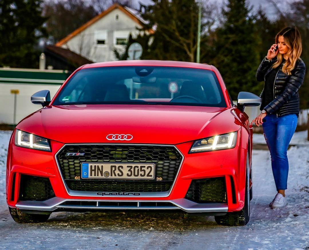 The car of her dreams👌…TT RS shoot with @_lissiii_ 📸🙋♀️❄️ @audi_de @audisport #audi #audittrs #ttrs #auditt #audisport #leagueofperformance #wintershoot #sunset #automanntv #audirs3 #rs
