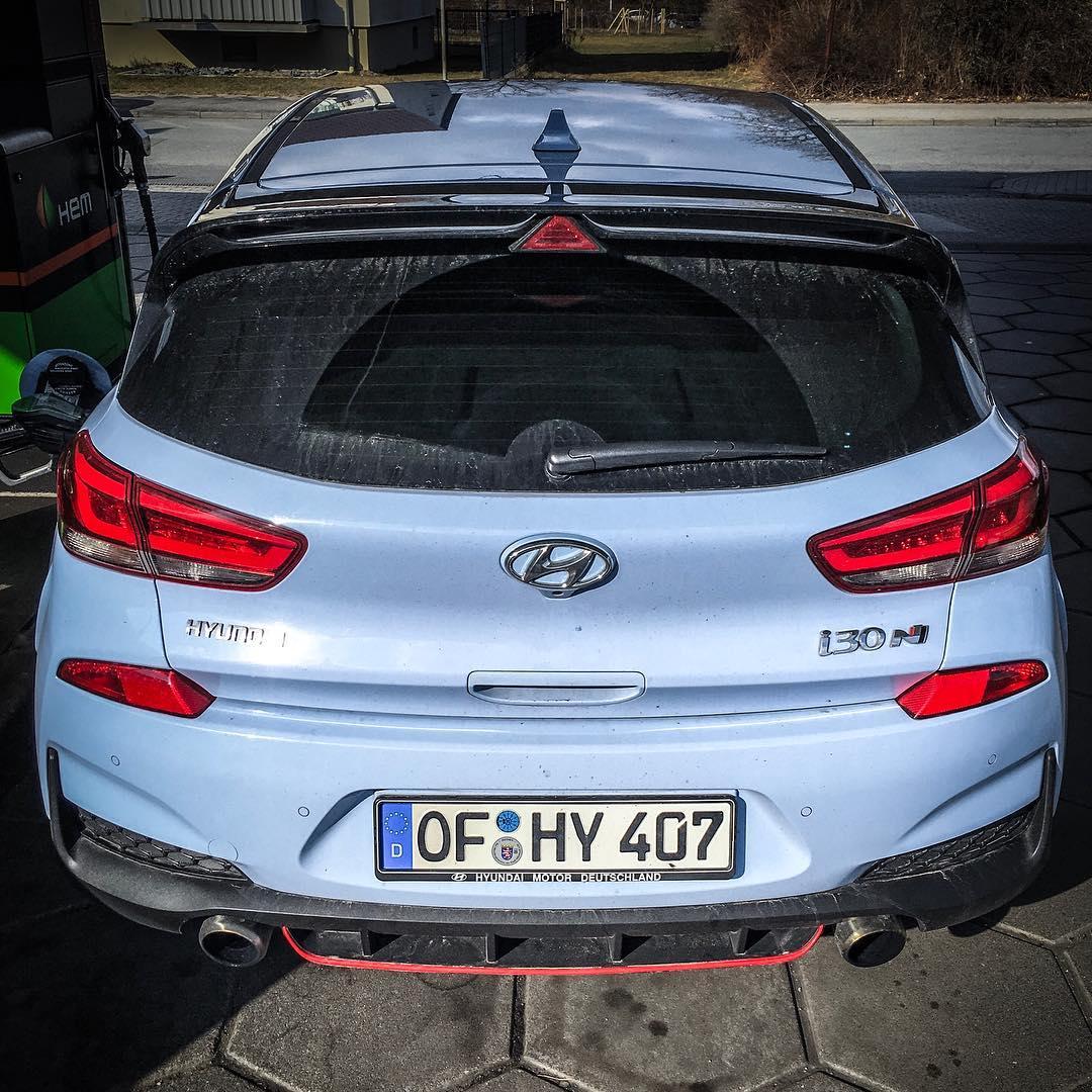 What a loud hot hatch hyundai de hyundaii30 i30n for Garage hyundai 92