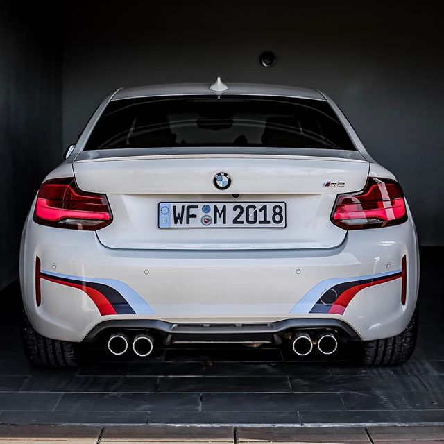 The @performmaster AMG GT or our former @automanntv M2🤜🤛…which one would be your choice for tonight?🤔🌟 #bmwm #bmwm2 #m2lci #m2competition #mperformance #amg #amgfans #performmaster #amggt #amggts #amggtr #automannsgarage #automanntv