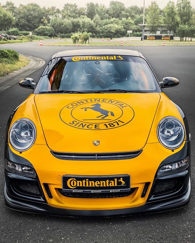 #Werbung – Ultra High Performance tires provide the right grip on the road✅…the gloves give you the needed grip at the steering-wheel✋…thank you #Continental for this experience👌#perfektekontrolle #contiexperience #gloves #drivinggloves #racinggloves #porsche #porschegt3 #porschegt3rs #gt3 #gt3rs #continental #automanntv