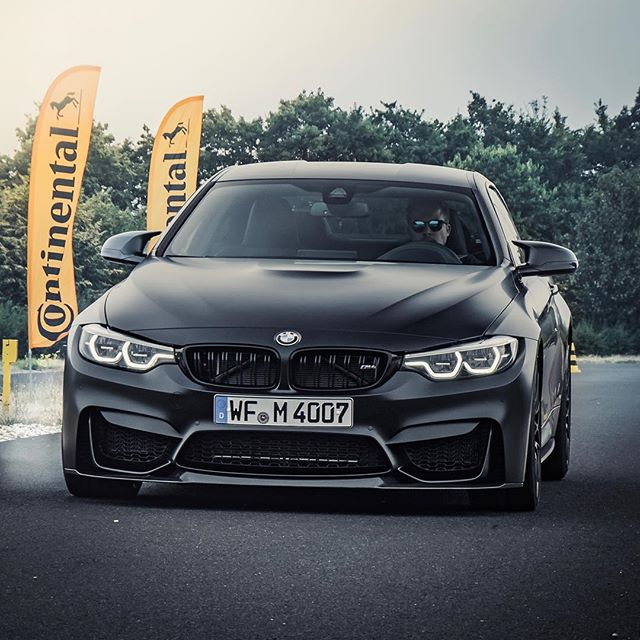 #Werbung – Epic fun together with #Continental @sophiacalate & @83metoo  #perfektekontrolle #contiexperience #bmwm4 #m4 #m4competition #bmwm4competitionpackage #c63s #c63amg #audir8 #r8rws #automanntv #automannsgarage #continental #conti