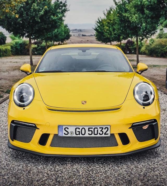 Our PURE SOUND video of this yellow Beast is now out on YouTube😵📢…you'll find the link in BIO💁♂️ @porsche_newsroom #porsche #porsche911 #porsche911gt3 #911gt3 #991gt3 #porsche991gt3 #automanntv #yellow