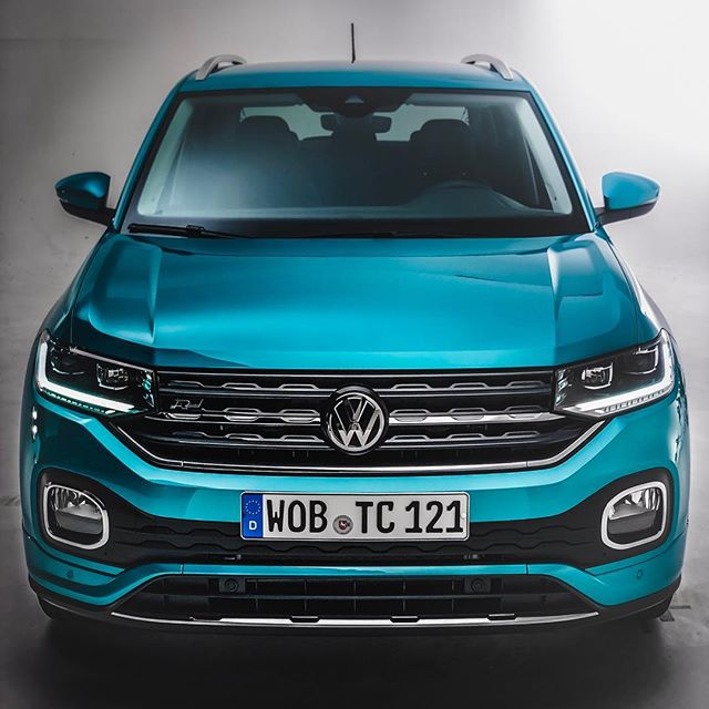 A mini-Touareg😱…OUT NOW! They call it the T-Cross👈 and we were able to do the first shots for YOU! Pretty Cool design, specifically in this R-Line trim👌 @volkswagen_de @volkswagen #vw #vwtcross #tcross #volkswagentcross #amsterdam #worldpremiere #rline #tcrossrline #automanntv