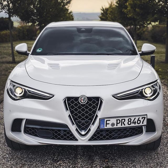 FRIYAY🤘…with 510hp! You know we are huge fans of the Giulia Quadrifoglio…guess what we think about this Stelvio🍀😇 @alfa_romeo_de @alfaromeoofficial @alfaromeoitaliaofficial #alfa #alfaromeo #alfaromeostelvio #alfaromeostelvioquadrifoglio #stelvio #stelvioquadrifoglio #stelvioqv #alfaquadrifoglio #automanntv