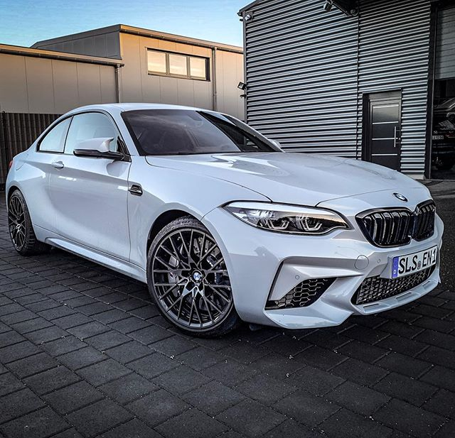 Hot🔥☝️…the new M2 Competition is definitely sharper than our M2 LCI we sold this year! Can't decide…should we take this or the new Z4 M40i next?🤔 #bmwm2 #bmwm #m2competition #bmwm2competition #hockenheimsilver #mperformance #automanntv