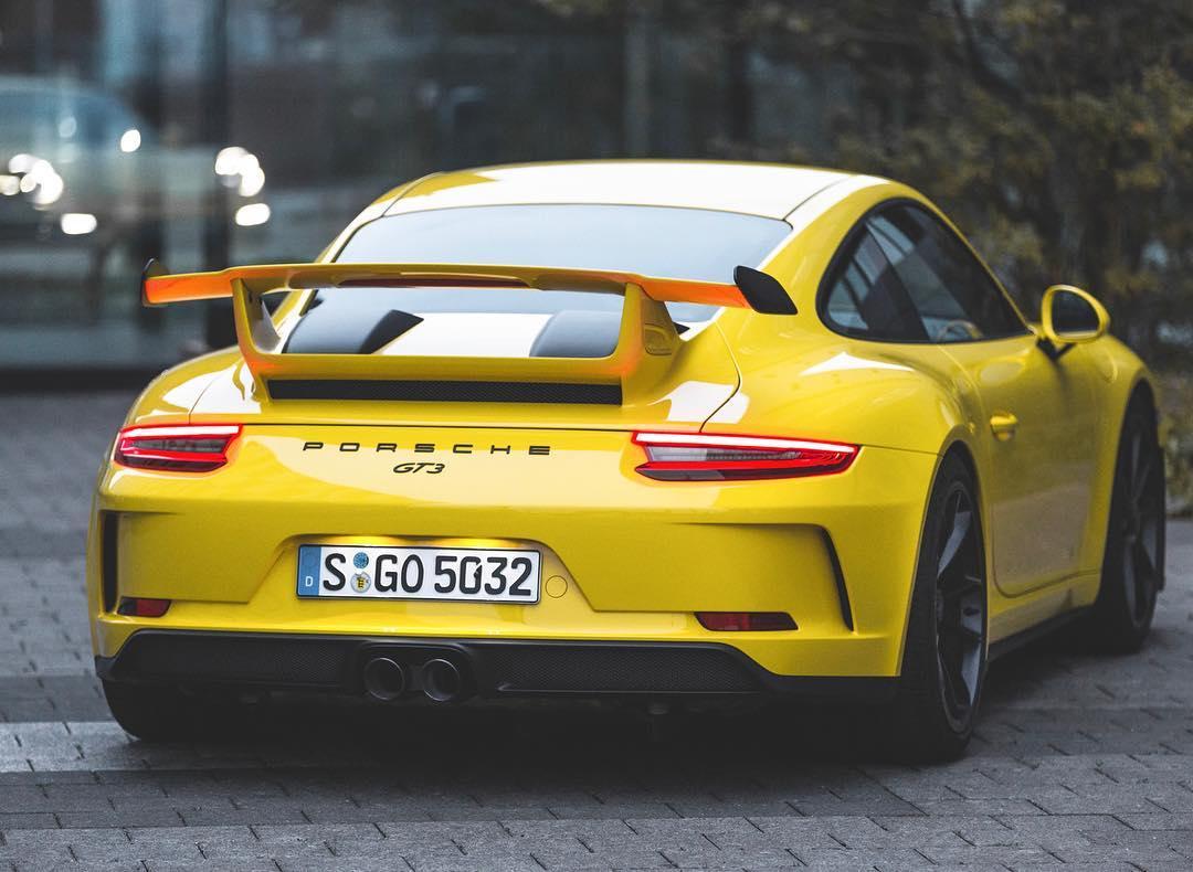 The GT3 isn't a sportscar….it's an attitude👊 Photo taken by @timdavidartist 👈#porsche #porsche911 #porsche911gt3 #911gt3 #991gt3 #porsche991gt3 #automanntv #yellow #gt3rs