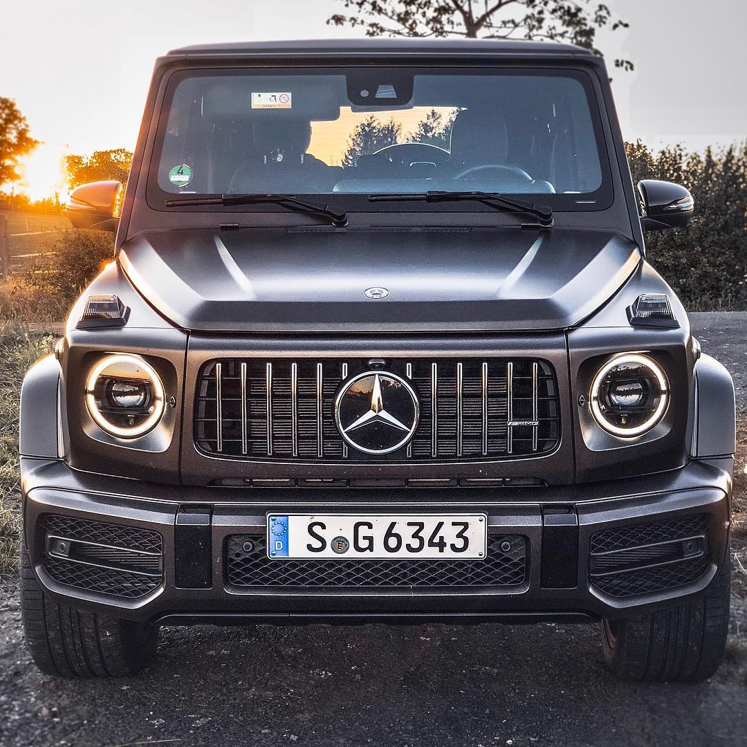 What about just taking the G63 for a spin on a Sunday afternoon朗…sadly it gets dark at 4 pm these days and if I'd walk down the G63 wouldn't be in our garage anymore…full Drive & Sound now on YouTube酪 #mercedesamg #amg #g63 #g63amg #newgclass #glcassamg #gklasse #gklasseamg #automanntv #mattebrown