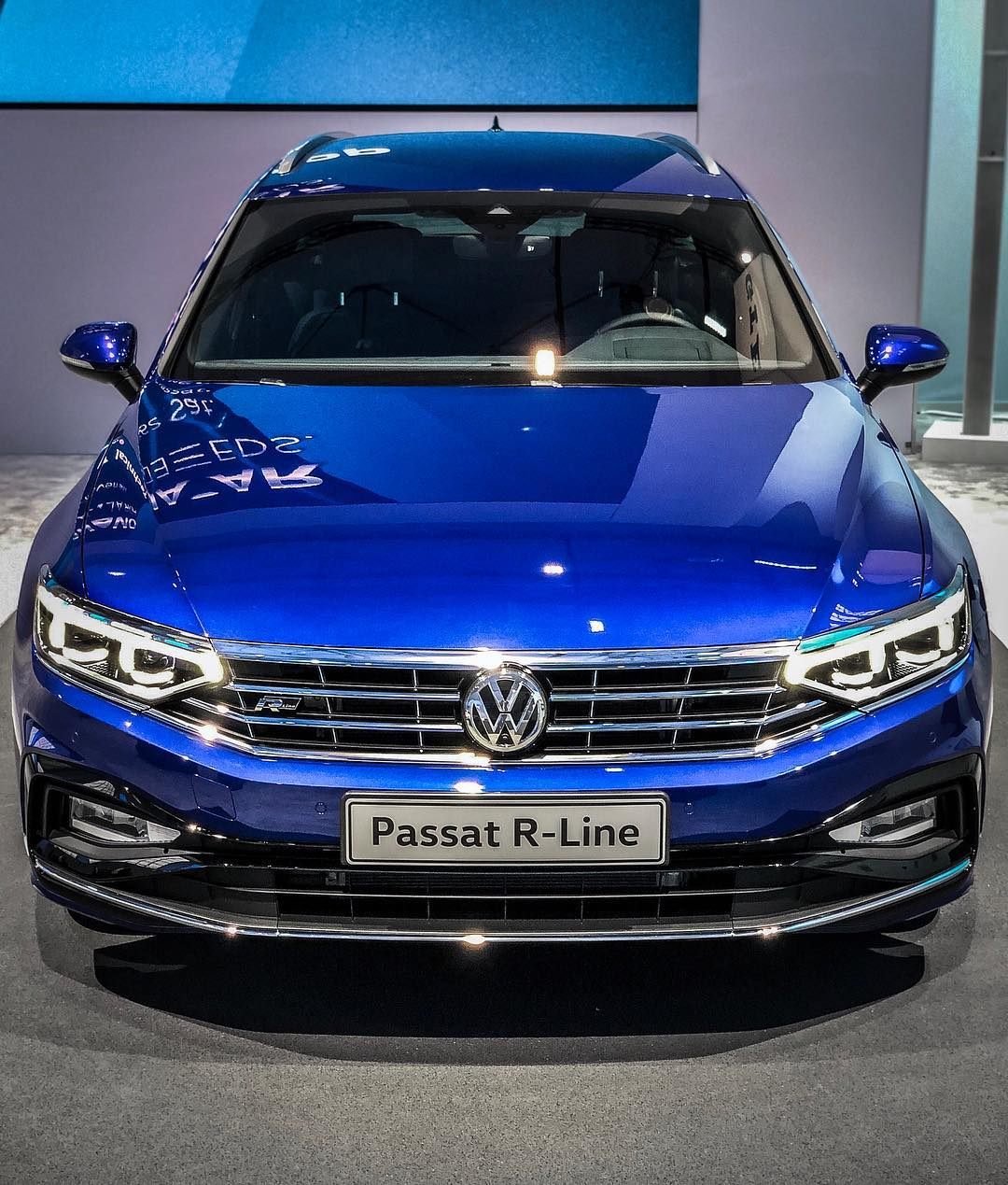 "Passat R-Line Facelift🤩…This ""Quad-Exhaust"" really looks mean😈…and connectivity specs above Touareg definitely make this a serious option again🧐😬 #volkswagen #vw #vwpassat #vwpassatb8 #passatb8 #passatb8facelift #passatfacelift #passatrline #rline #passat2019 #automanntv"