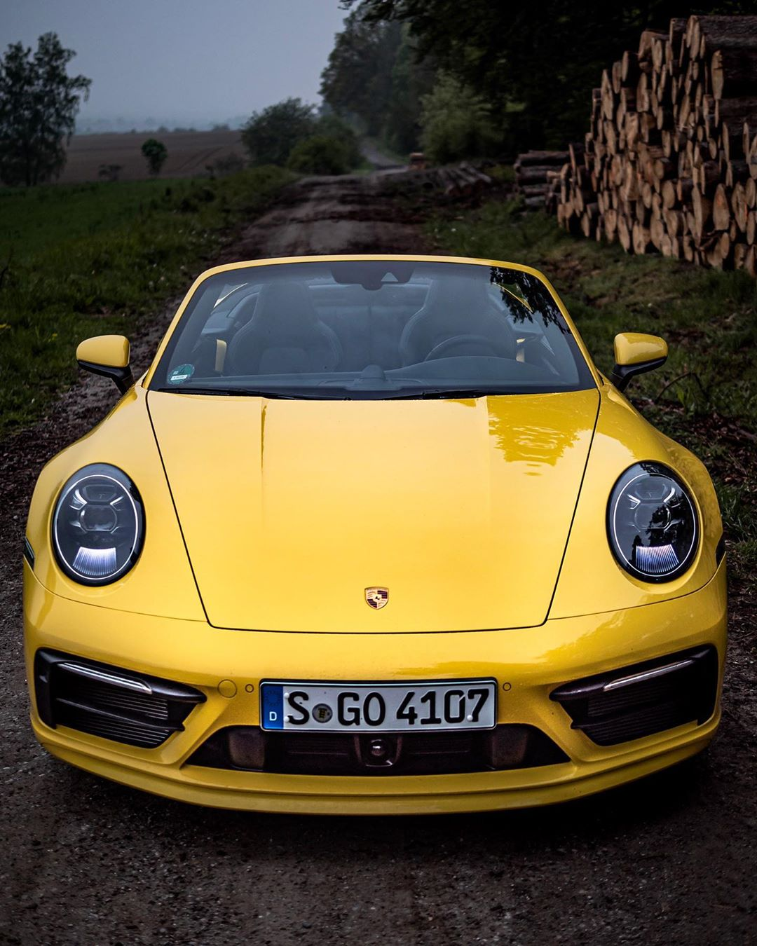 C O Z Y  992  M O M E N T S👌…weather isn't great at all but the 992 sure looks stunning with this optional Sport Design Pack🤙 @porsche_newsroom #porsche #porsche911 #porsche992 #porsche992cabriolet #911 #992 #carrera #automanntv