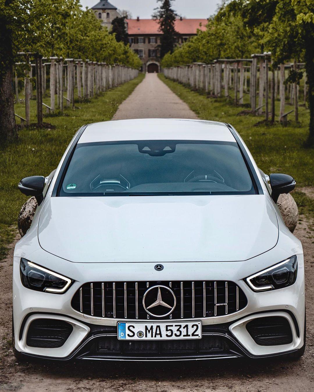 This GT53 4-door definitely has some road presence🤙…beautiful in evening light & stunning at bright sun🤩 @mercedesbenz_de @mercedesamg #mercedesamg #mbsocialcar #mbcars #amg #amggt4door #amggt53 #gt53 #automanntv