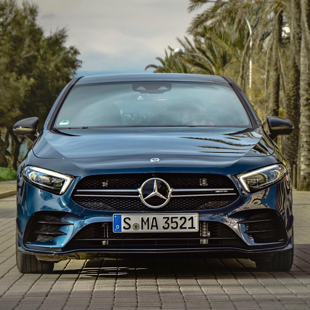 Who of you has already ordered or even taken delivery of a brand-new A35?🤔….unfortunately the A35 wasn't up for order when we chose our Golf R…huge fan of this new entry level hot hatch ///AMG🙏 #mercedesamg #a35 #a35amg #amg #edition1 #a45edition1 #denimblue #mallorca #automanntv