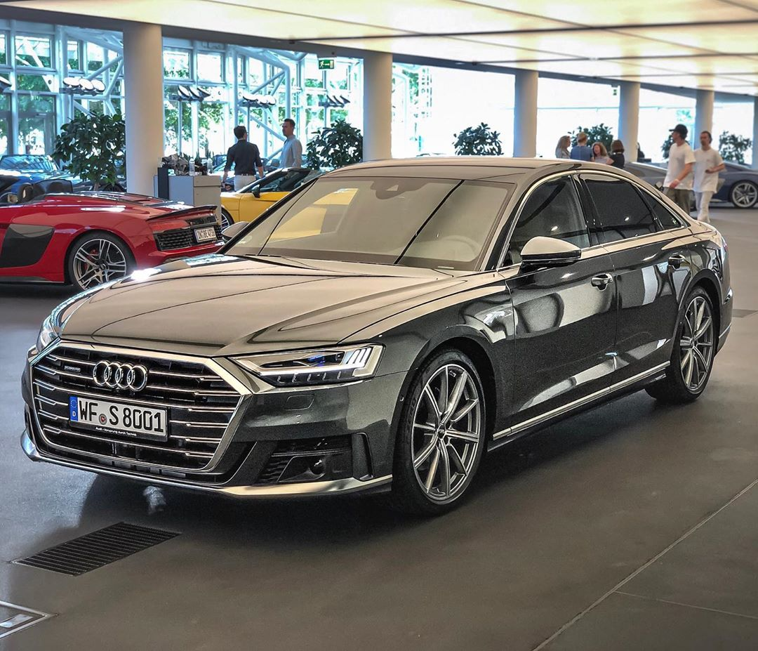 Flagship💥‼️…our new car of #automannsgarage is there, the replacement for the M550i🙌…and we are joining the R8 Big Bang Roadtrip to Austria😬 @audi_de @audiforen @audisport #audia8 #a850tdi #audisport #ingolstadt #r8performance #audir8 #automanntv #automannsgarage