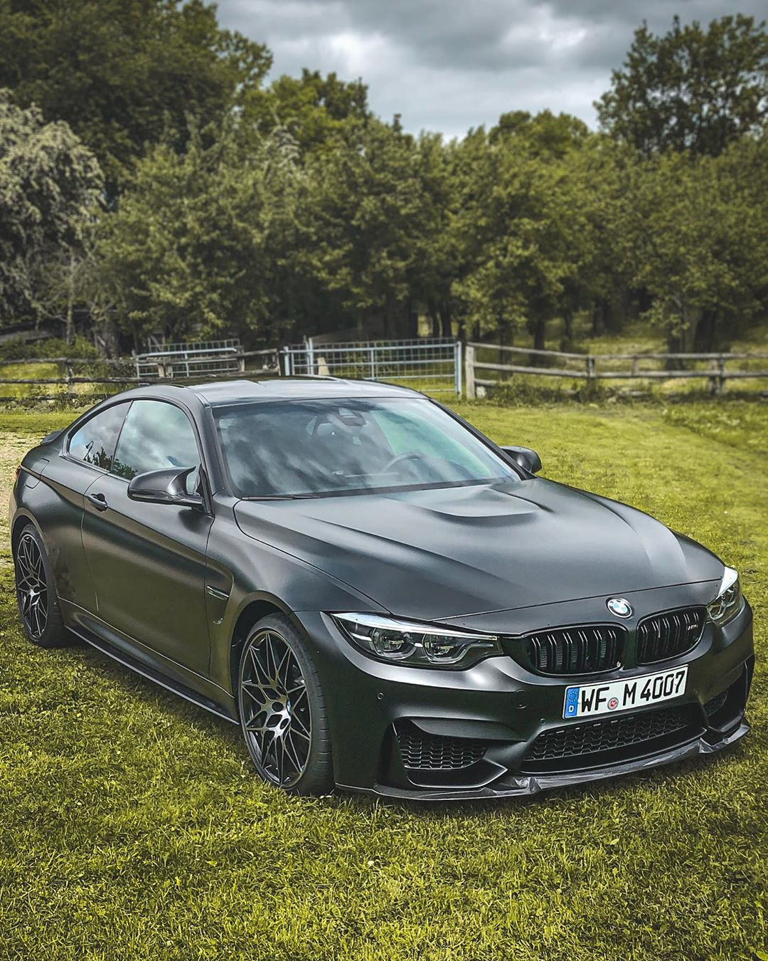 Long weekend ahead…and the next week is going to be incredible…one car collection day and a Roadtrip to Austria following #bmwmrepost #mperformance #m4competition #m4competitionpack #m4cs #m4 #bmwm4 #bmwm4competitionpackage #frozenblack #frozenblackm4 #automanntv #automannsgarage #mtown