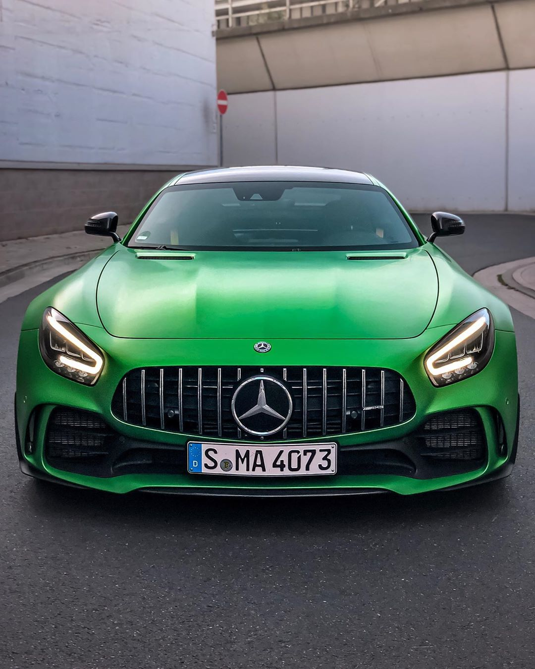 Hanover PARTY TIME💥✨🍏…massively colorful GT R rooaaarrs through Hanover🙋♂️ @mercedesamg #mercedesamg #mbsocialcar #amg #amggtr #gtr #amggtrpro #amggt #greenhellmagno #greenhell #automanntv