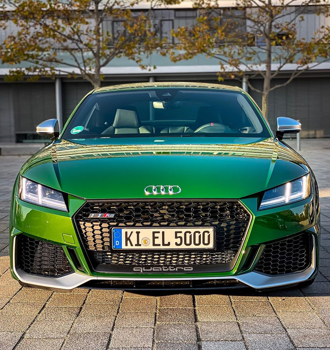 OMG😱…we just collected another AUDI today🙈…KI:EL5000 is dead! Long live KI:EL 5000 as the facelifted TTRS in stunning Audi exclusive Sonomagreen👊 @audi_de @audisport #audisport #ttrs #audittrs #ttrsfacelift #rs #sonomagrün #sonomagreen #automannsgarage #automanntv