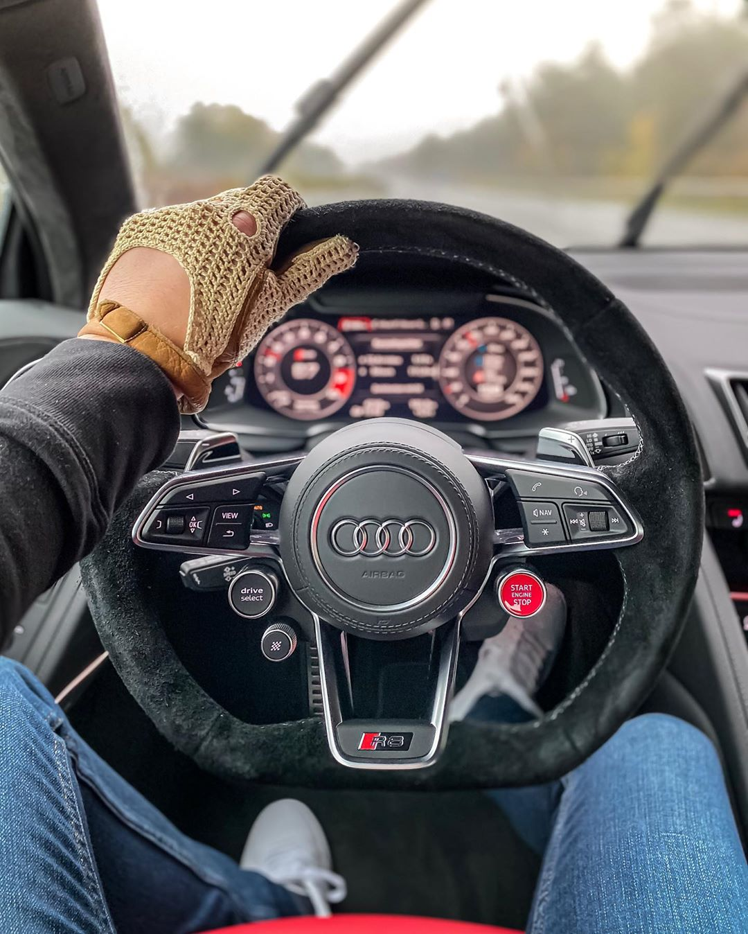 This weather🌧🤦♂️…R8 already got 5.000 km on the clock though😳 #iphone11pro #iphone11  #audir8 #audisport #audir8facelift #audir8v10 #r8 #r8facelift #r8v10 #automanntv #automannsgarage