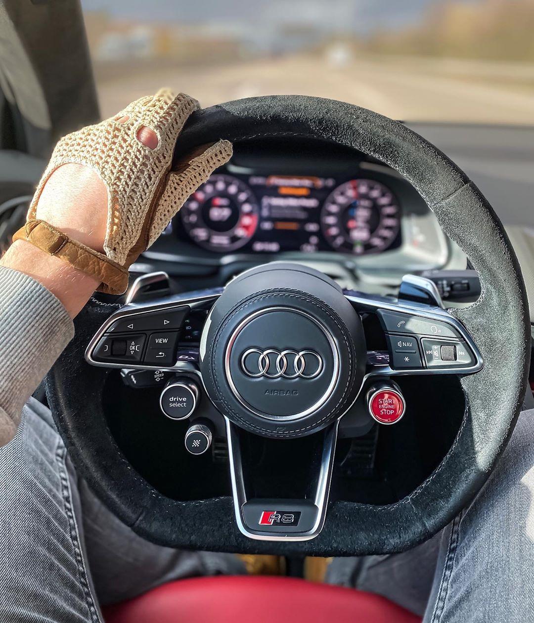 Andrà tutto bene🇮🇹🙏 #andràtuttobene #iphone11pro #iphone11 #audir8 #audisport #audir8facelift #audir8v10 #r8 #r8facelift #r8v10 #automanntv #automannsgarage