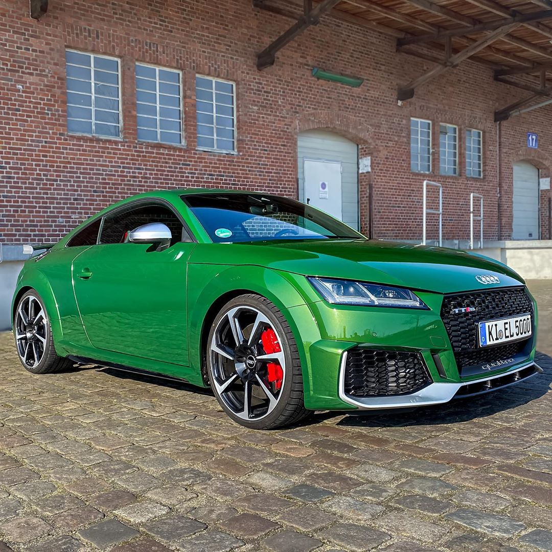 Time to get our baby on summertires😎☀️…gorgeous scenery with that sonomagreen contrast🍏🥝🍐🤩 #ttrs #audittrs #ttrsfacelift #rs #sonomagrün #sonomagreen #automannsgarage #automanntv