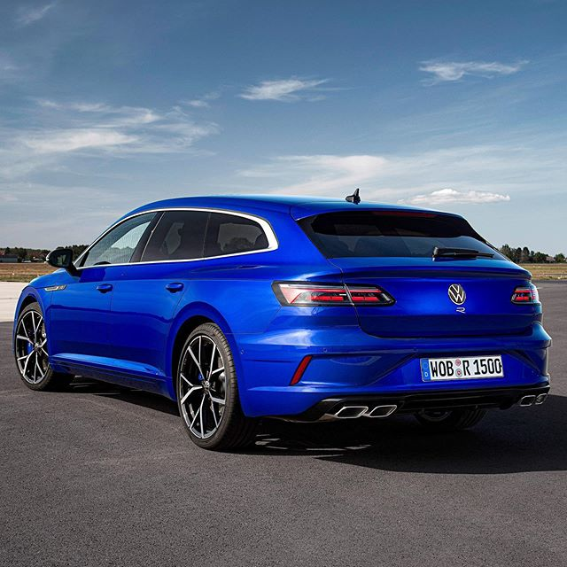 😍Uh that rear👌 .:RRrrr Shooting Brake is out🤩…really love that shape & the R model really looks aggressive! Imagine that one in white or all black😱…would you take it? @volkswagen_de @vwr #vwarteon #arteonr #arteonrline #arteonshootingbrake #arteonfacelift #vwarteonshootingbrake #automanntv