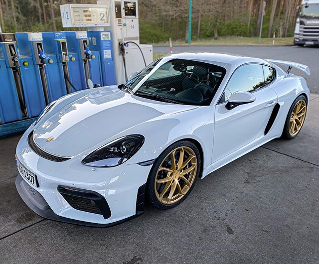 """🤩Aurum matte really is my choice for many recent Porsche rims…amazing how you can change the character of the car with this """"simple"""" option👌 @porsche_newsroom #porsche #porschegt4 #gt4 #718gt4 #porsche718gt4 #porsche718 #automanntv"""