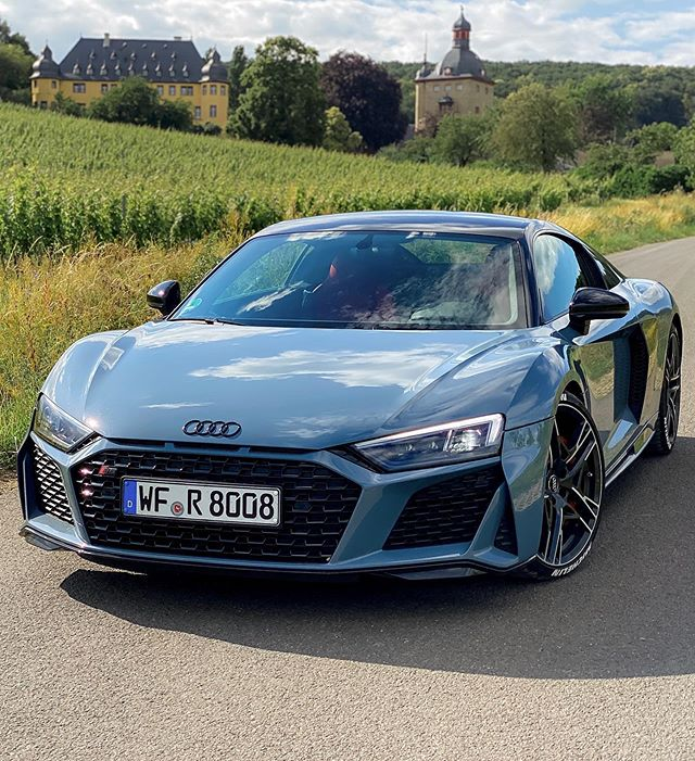 R8 meets vineyards🍇 & castle🏰 #r8wrap #audiwrap #iphone11pro #audir8 #audisport #audir8facelift #audir8v10 #r8 #r8facelift #r8v10 #automanntv #automannsgarage